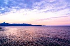 Ηλιοβασίλεμα πέρα από τη θάλασσα στην Ιταλία Στοκ εικόνες με δικαίωμα ελεύθερης χρήσης