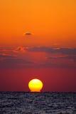Ηλιοβασίλεμα πέρα από τη θάλασσα στοκ εικόνα με δικαίωμα ελεύθερης χρήσης