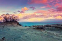 Ηλιοβασίλεμα πέρα από τον αμμόλοφο Parnidis Στοκ εικόνες με δικαίωμα ελεύθερης χρήσης