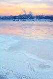 Ηλιοβασίλεμα πέρα από τον ποταμό Angara Στοκ Εικόνες