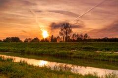 Ηλιοβασίλεμα πέρα από τον ποταμό Demer Στοκ εικόνα με δικαίωμα ελεύθερης χρήσης