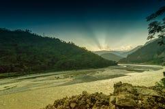 Ηλιοβασίλεμα πέρα από τον ποταμό Tista, Sikkim, Ινδία Στοκ Φωτογραφία