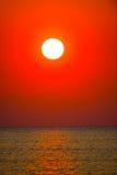 Ηλιοβασίλεμα πέρα από τον ωκεανό Στοκ Εικόνα