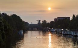 Ηλιοβασίλεμα πέρα από το Άμστερνταμ Στοκ φωτογραφία με δικαίωμα ελεύθερης χρήσης