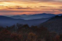 Ηλιοβασίλεμα πέρα από το δάσος φθινοπώρου Irati στοκ εικόνες