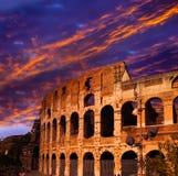 Ηλιοβασίλεμα πέρα από το αρχαίο Colosseum. Ρώμη. Ιταλία Στοκ Φωτογραφία