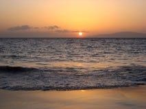 Ηλιοβασίλεμα πέρα από το Ειρηνικό Ωκεανό σε Maui Χαβάη Στοκ Εικόνες