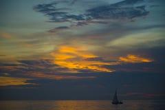 Ηλιοβασίλεμα πέρα από το Κόλπο της Ταϊλάνδης Στοκ Φωτογραφία