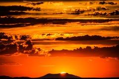 Ηλιοβασίλεμα πέρα από το μεγάλο φαράγγι στην Αριζόνα Στοκ Εικόνες