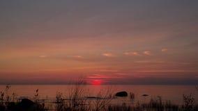 Ηλιοβασίλεμα πέρα από το νερό 2 Στοκ φωτογραφία με δικαίωμα ελεύθερης χρήσης