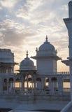 Ηλιοβασίλεμα πέρα από το παλάτι Udaipur λιμνών Στοκ φωτογραφία με δικαίωμα ελεύθερης χρήσης