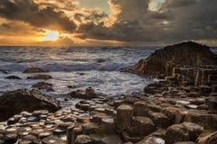 Ηλιοβασίλεμα πέρα από το υπερυψωμένο μονοπάτι Στοκ εικόνα με δικαίωμα ελεύθερης χρήσης
