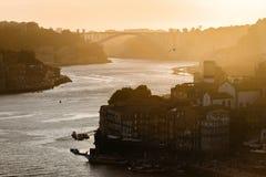 Ηλιοβασίλεμα πέρα από το douro ποταμών στο Πόρτο Στοκ εικόνες με δικαίωμα ελεύθερης χρήσης