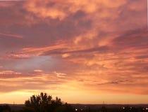 Ηλιοβασίλεμα πέρα από το vilage Στοκ φωτογραφία με δικαίωμα ελεύθερης χρήσης
