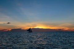 Ηλιοβασίλεμα πέρα από Boracay Στοκ Εικόνες