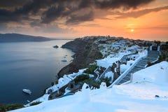 Ηλιοβασίλεμα πέρα από Oia Santorini στοκ εικόνες με δικαίωμα ελεύθερης χρήσης