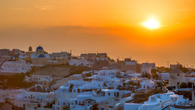 Ηλιοβασίλεμα πέρα από Oia Santorini στοκ φωτογραφία