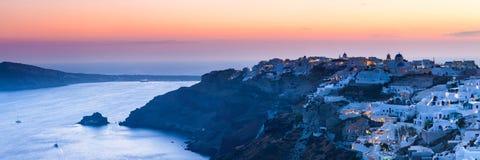 Ηλιοβασίλεμα πέρα από Oia Santorini στοκ εικόνες