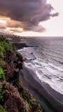 Ηλιοβασίλεμα πέρα από Puerto de Λα Cruz, Tenerife Στοκ Εικόνες
