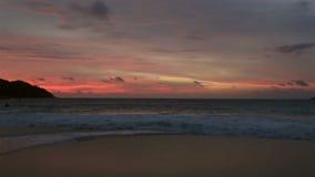 Ηλιοβασίλεμα πανοράματος στην παραλία Anse Λάτσιο απόθεμα βίντεο