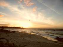 Ηλιοβασίλεμα, παραλία χαλικιών, Καλιφόρνια Στοκ Φωτογραφίες
