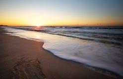 Ηλιοβασίλεμα παραλιών και θάλασσας Στοκ φωτογραφία με δικαίωμα ελεύθερης χρήσης