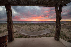 Ηλιοβασίλεμα παραλιών με την αιώρα Στοκ φωτογραφίες με δικαίωμα ελεύθερης χρήσης