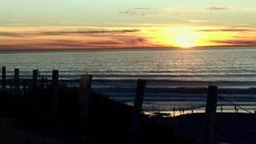 Ηλιοβασίλεμα 1 παραλιών σεληνόφωτου ακτών Καλιφόρνιας φιλμ μικρού μήκους
