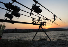 ηλιοβασίλεμα περιστροφής σκιαγραφιών αλιείας ψαράδων Στοκ φωτογραφία με δικαίωμα ελεύθερης χρήσης