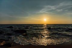 ηλιοβασίλεμα πετρών θάλα Στοκ φωτογραφία με δικαίωμα ελεύθερης χρήσης