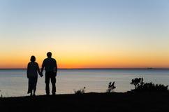 Ηλιοβασίλεμα προσοχής χέρι-χέρι Στοκ φωτογραφίες με δικαίωμα ελεύθερης χρήσης