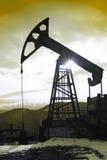 Ηλιοβασίλεμα πλατφορμών άντλησης πετρελαίου Στοκ εικόνα με δικαίωμα ελεύθερης χρήσης