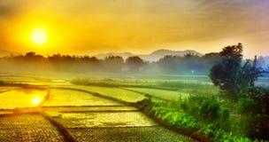 Ηλιοβασίλεμα σε ένα χωριό στοκ φωτογραφία με δικαίωμα ελεύθερης χρήσης