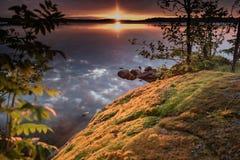 Ηλιοβασίλεμα σε μια ακτή της λίμνης στη Φινλανδία Στοκ φωτογραφία με δικαίωμα ελεύθερης χρήσης