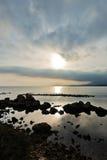 Ηλιοβασίλεμα σε μια παραλία επί του archeological τόπου της Νόρα, κοντά στην πόλη Pula, νησί της Σαρδηνίας Στοκ φωτογραφία με δικαίωμα ελεύθερης χρήσης