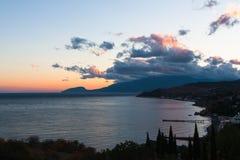 Ηλιοβασίλεμα σε Alushta στοκ εικόνα με δικαίωμα ελεύθερης χρήσης