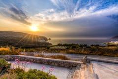 Ηλιοβασίλεμα σε Apollonia & x28 & x27 Polonia& x27 & x29  χωριό στη Μήλο, Ελλάδα Στοκ Εικόνα