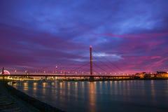 Ηλιοβασίλεμα σε Duesseldorf στον ποταμό Ρήνος Στοκ Εικόνες