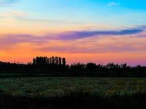 Ηλιοβασίλεμα σε Juslibol κοντά σε Σαραγόσα Στοκ Φωτογραφία