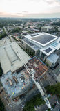 Ηλιοβασίλεμα σε Raleigh, NC επάνω από ένα εργοτάξιο οικοδομής στοκ φωτογραφία με δικαίωμα ελεύθερης χρήσης
