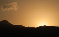 Ηλιοβασίλεμα στα βουνά ερήμων Στοκ Εικόνες