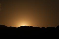 Ηλιοβασίλεμα στα βουνά ερήμων Στοκ φωτογραφία με δικαίωμα ελεύθερης χρήσης