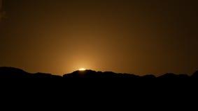 Ηλιοβασίλεμα στα βουνά ερήμων Στοκ Φωτογραφία