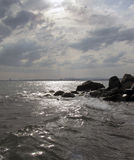 Ηλιοβασίλεμα στην ακτή της ηλιόλουστης παραλίας, Βουλγαρία Στοκ φωτογραφίες με δικαίωμα ελεύθερης χρήσης
