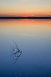 Ηλιοβασίλεμα στην αλατισμένη λίμνη Elton Στοκ Φωτογραφίες