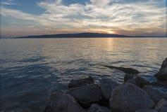 Ηλιοβασίλεμα στην αδριατική ακτή Κροατία Στοκ φωτογραφίες με δικαίωμα ελεύθερης χρήσης