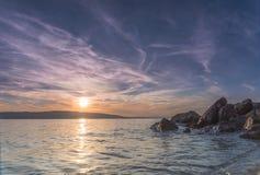 Ηλιοβασίλεμα στην αδριατική ακτή Κροατία Στοκ φωτογραφία με δικαίωμα ελεύθερης χρήσης