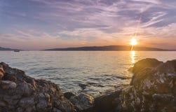 Ηλιοβασίλεμα στην αδριατική ακτή Κροατία Στοκ εικόνες με δικαίωμα ελεύθερης χρήσης