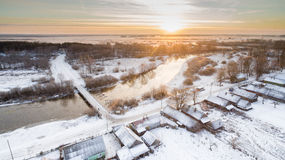 Ηλιοβασίλεμα στην επαρχία στο υπόβαθρο του ποταμού Στοκ φωτογραφίες με δικαίωμα ελεύθερης χρήσης