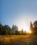 Ηλιοβασίλεμα στην κοιλάδα Yosemite, Καλιφόρνια, ΗΠΑ Στοκ φωτογραφίες με δικαίωμα ελεύθερης χρήσης